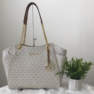 Michael Kors Bags - Sale❗️Michael Kors jet set travel large chain tote